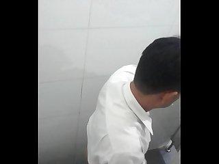 Quay ln trung nin toilet bigc hong v n th