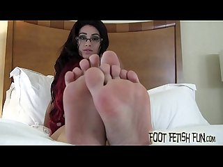I will let you jerk off to my sexy feet