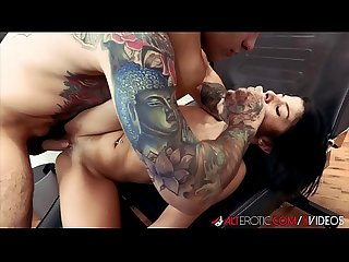 Sadie Pop Tight Pussy Got Fucked While Getting Tattoo