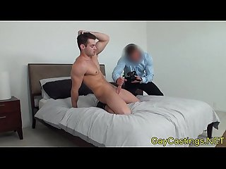 Muscled hunk wanks his cock at gaycastings