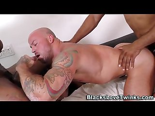 Muscled dude takes bbc