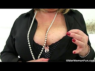 Aunty Trisha's hard nipples and old pussy need loving