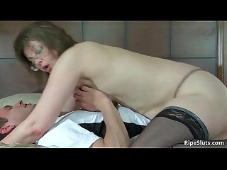 Old slutty girl gets pussy fucked