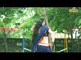 INDIAN SLUT EXPOSING NAVEL AND HIP WHILE DANCING 3
